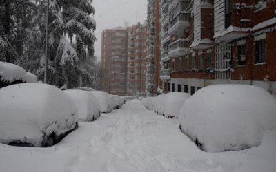 Nieve hoy, últimas noticias   Gran parte de España sigue en riesgo extremo: Barajas cierra, se suspenden los trenes en Madrid y Castilla-La Mancha y suspenden las clases